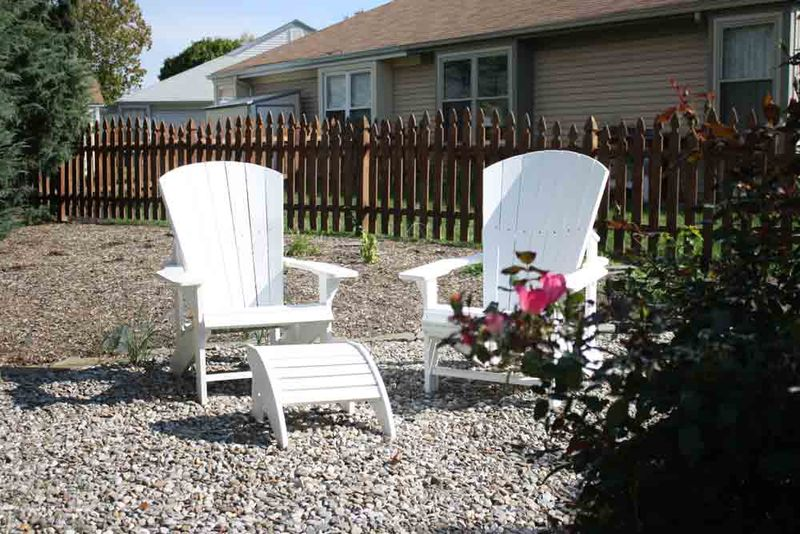Chairs-in-yard-for-web