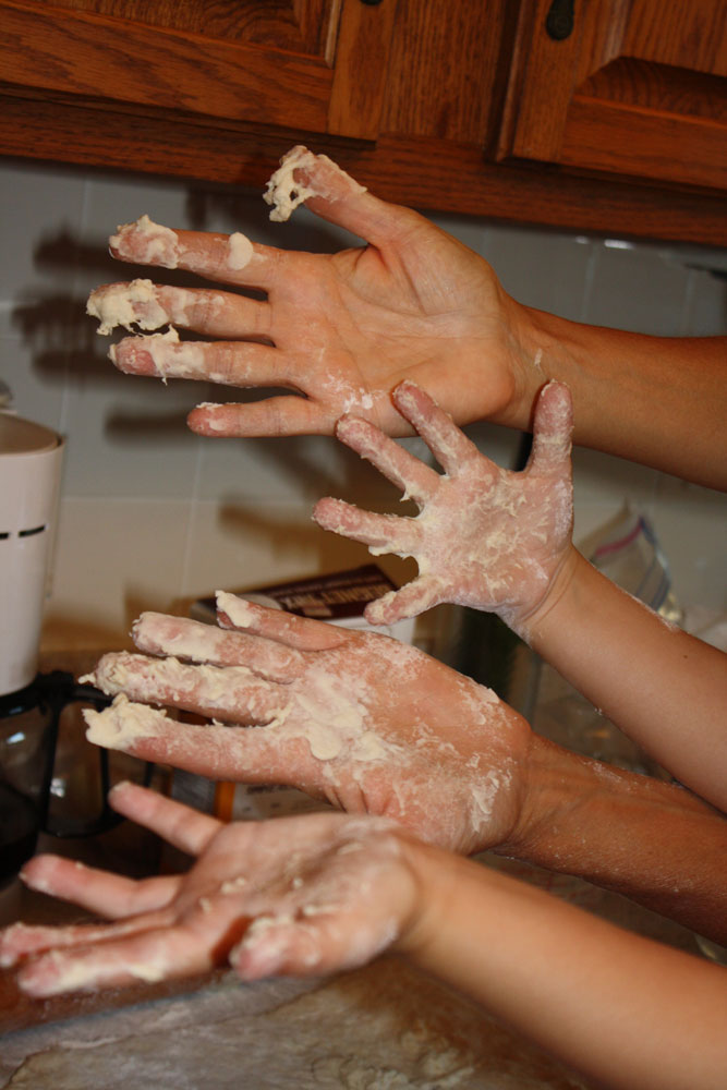Beignet-hands-for-web