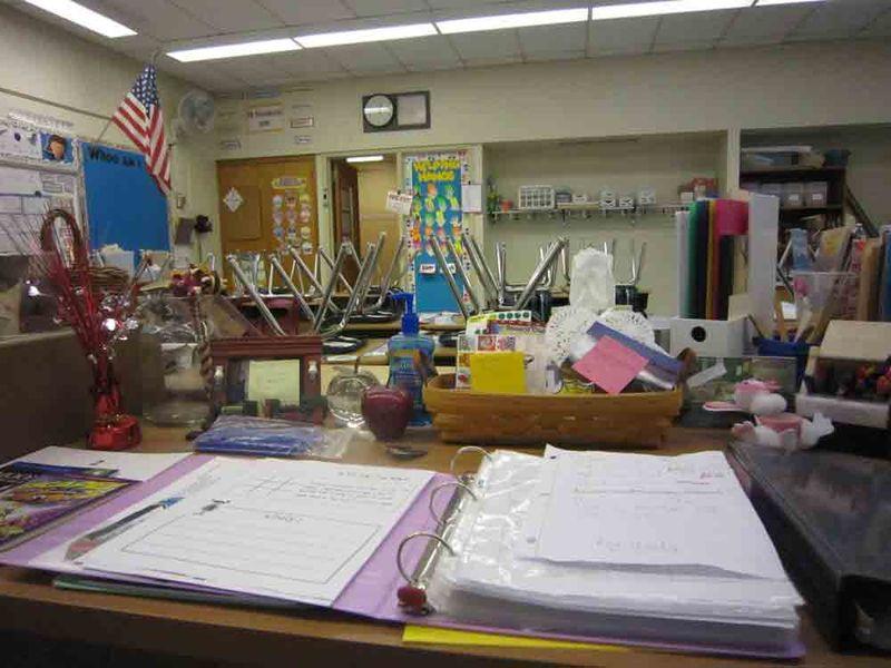 Desk-ready-for-spring-break-for-web